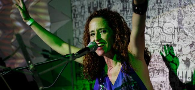Viernes brasileño: 'Roda viva', versión Fernanda Porto.
