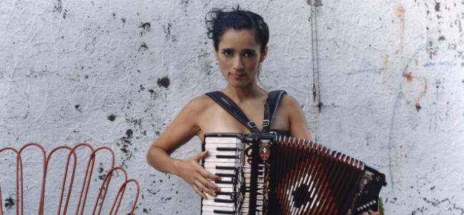 Miércoles nostálgico: 'Sería feliz', de Julieta Venegas.
