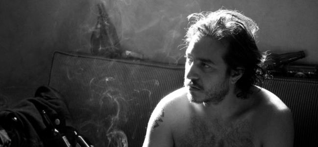 Andrés Almeida, también músico, interpreta a Ray.
