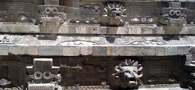 El templo de la Serpiente Emplumada en la Ciudadela. Teotihuacan.
