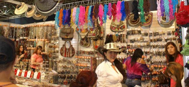 Tlaqueparte: artesanía, joyería y decoración en el WTC.