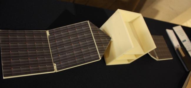 Modelo de paneles solares de silicio monocristalino para SATEX 2. (Cortesía: Dr. Alejandro Pedroza – BUAP)