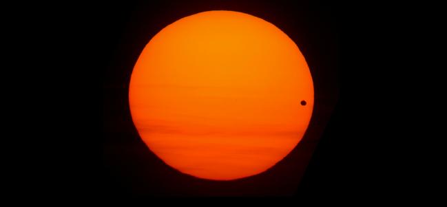 Tránsito de Venus, junio 8 de 2004. (Foto cortesía de Robert Garfinkle)